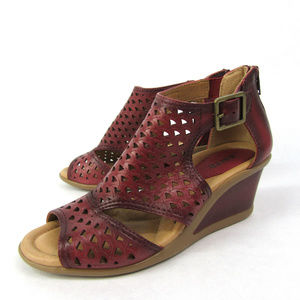 Earth sz 7.5 Ruby Red Danae Leather Cut Out Wedges